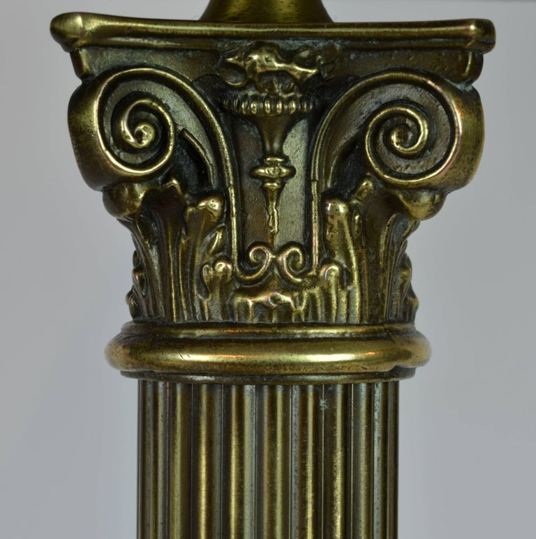 Distinguished Bronze and Marble Twin Corinthian Columns Gentleman's Desk Lamp In Good Condition For Sale In Ft. Lauderdale, FL