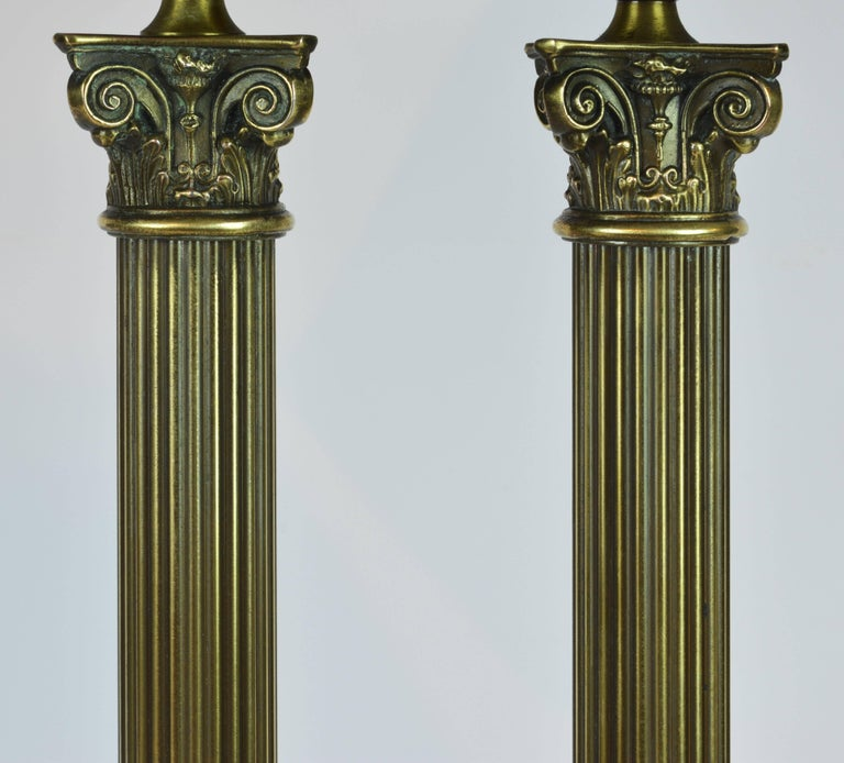 Neoclassical Distinguished Bronze and Marble Twin Corinthian Columns Gentleman's Desk Lamp For Sale
