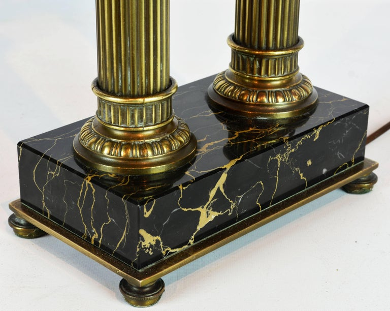 Distinguished Bronze and Marble Twin Corinthian Columns Gentleman's Desk Lamp For Sale 3