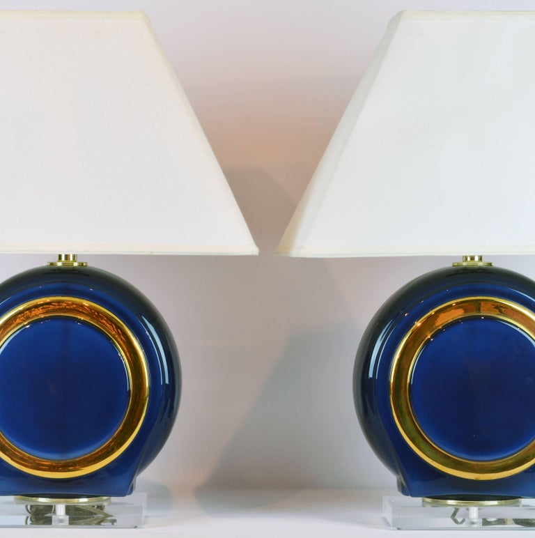 Pair of Classy Mid-Century Modern Cobalt Blue and Gilt Glass Lamps, Lucite Bases For Sale 5