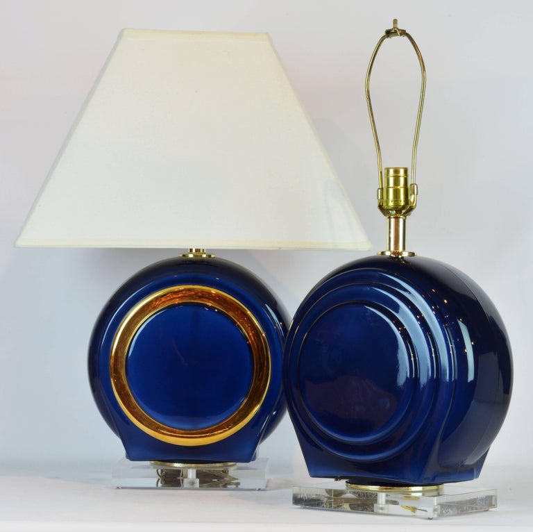 Pair of Classy Mid-Century Modern Cobalt Blue and Gilt Glass Lamps, Lucite Bases In Good Condition For Sale In Ft. Lauderdale, FL