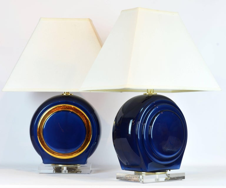 American Pair of Classy Mid-Century Modern Cobalt Blue and Gilt Glass Lamps, Lucite Bases For Sale