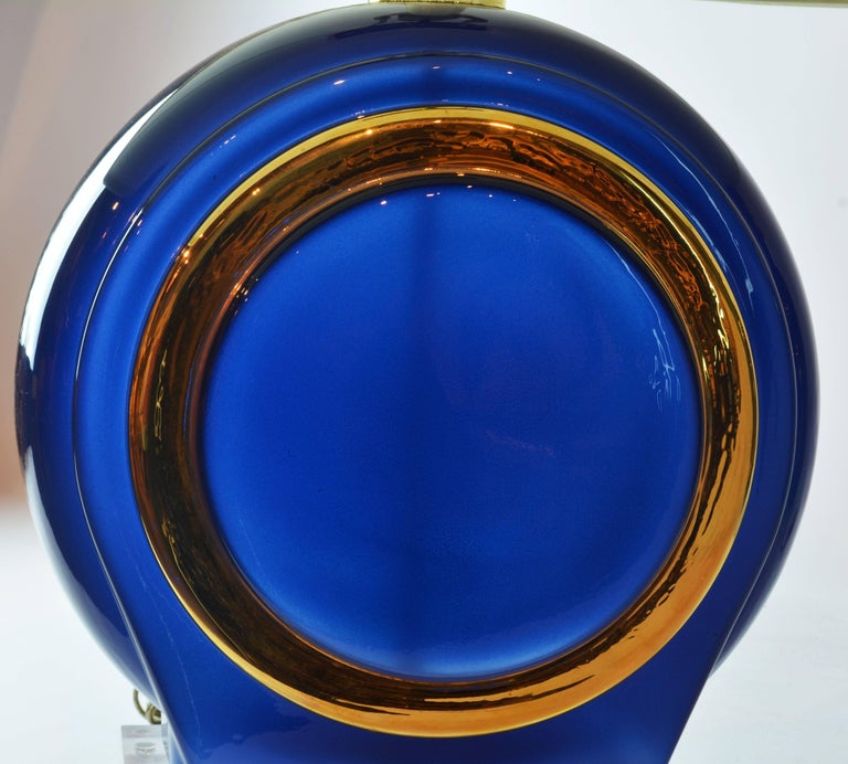 Pair of Classy Mid-Century Modern Cobalt Blue and Gilt Glass Lamps, Lucite Bases For Sale 4