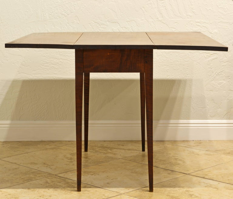 18th Century Superior American New England Federal Tiger Maple Drop-Leaf Table, Americana For Sale