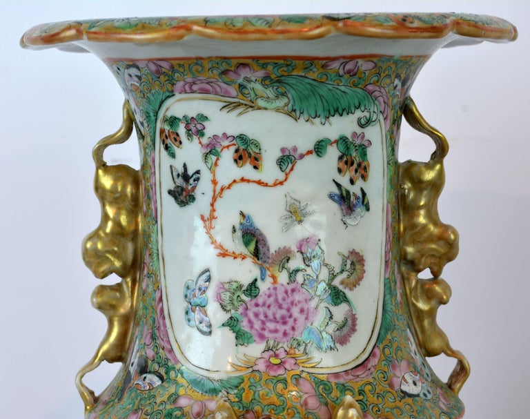 Pair of Lovely Chinese 19th Century Rose Medallion Vases with Gilt Lizards For Sale 1