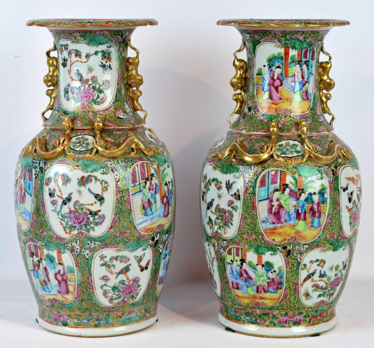 Chinese Export Pair of Lovely Chinese 19th Century Rose Medallion Vases with Gilt Lizards For Sale