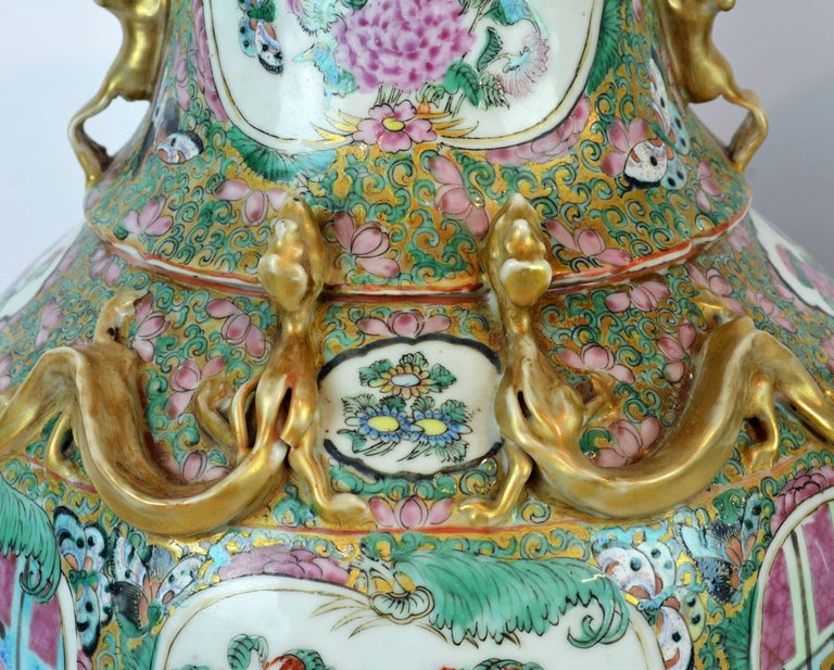 Enameled Pair of Lovely Chinese 19th Century Rose Medallion Vases with Gilt Lizards For Sale