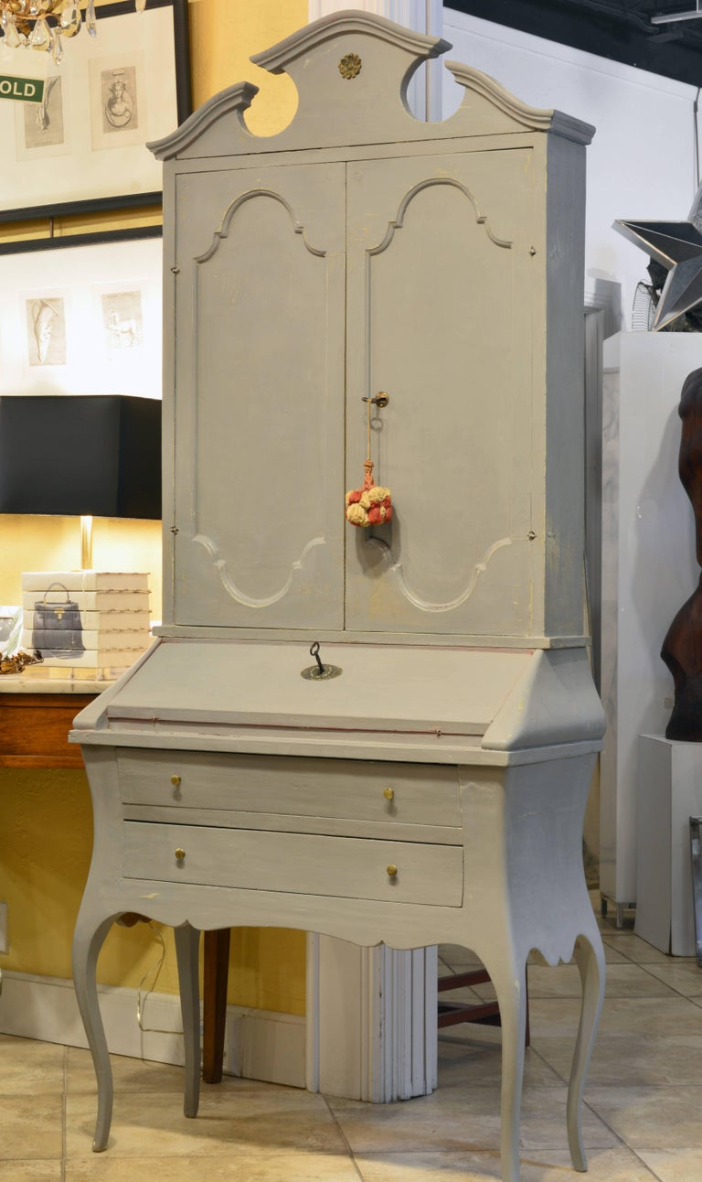 Charming Early 20th Century Italian Provincial Painted Secretary Desk In Good Condition For Sale In Ft. Lauderdale, FL