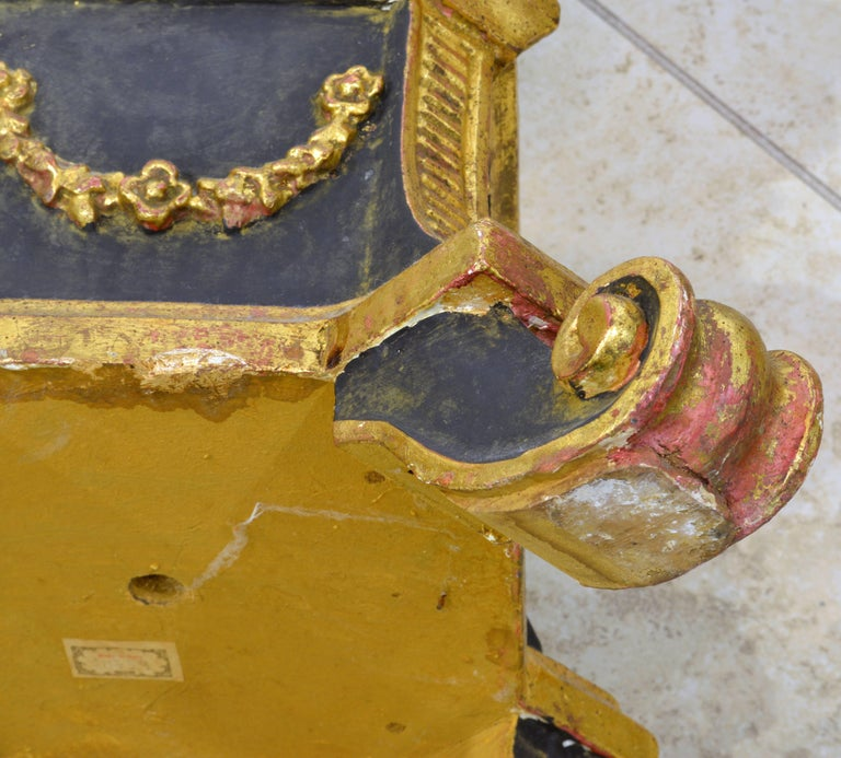 Pair of 20th Century Italian Neoclassical Style Paint and Parcel Gilt Pedestals 10