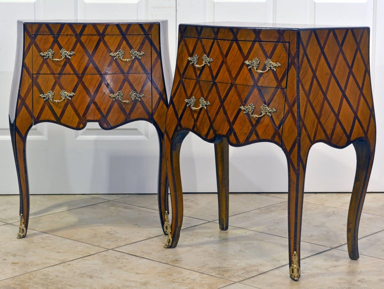 Early 20th Century Italian Louis XV Style Lattice Parquetry Bombe Commodes, Pair In Good Condition For Sale In Ft. Lauderdale, FL