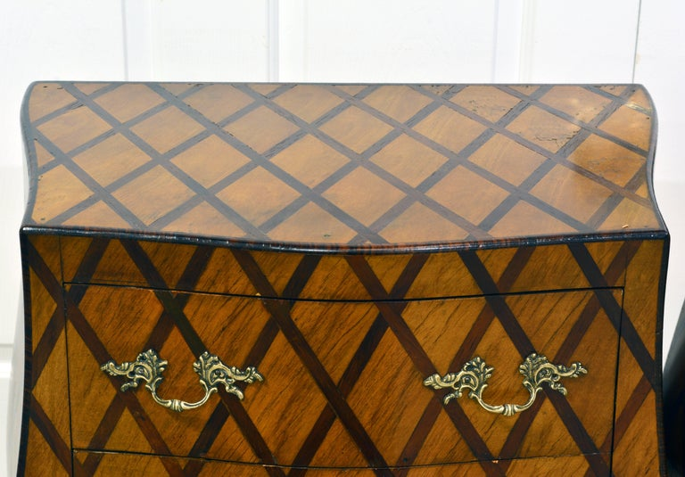 Early 20th Century Italian Louis XV Style Lattice Parquetry Bombe Commodes, Pair For Sale 2
