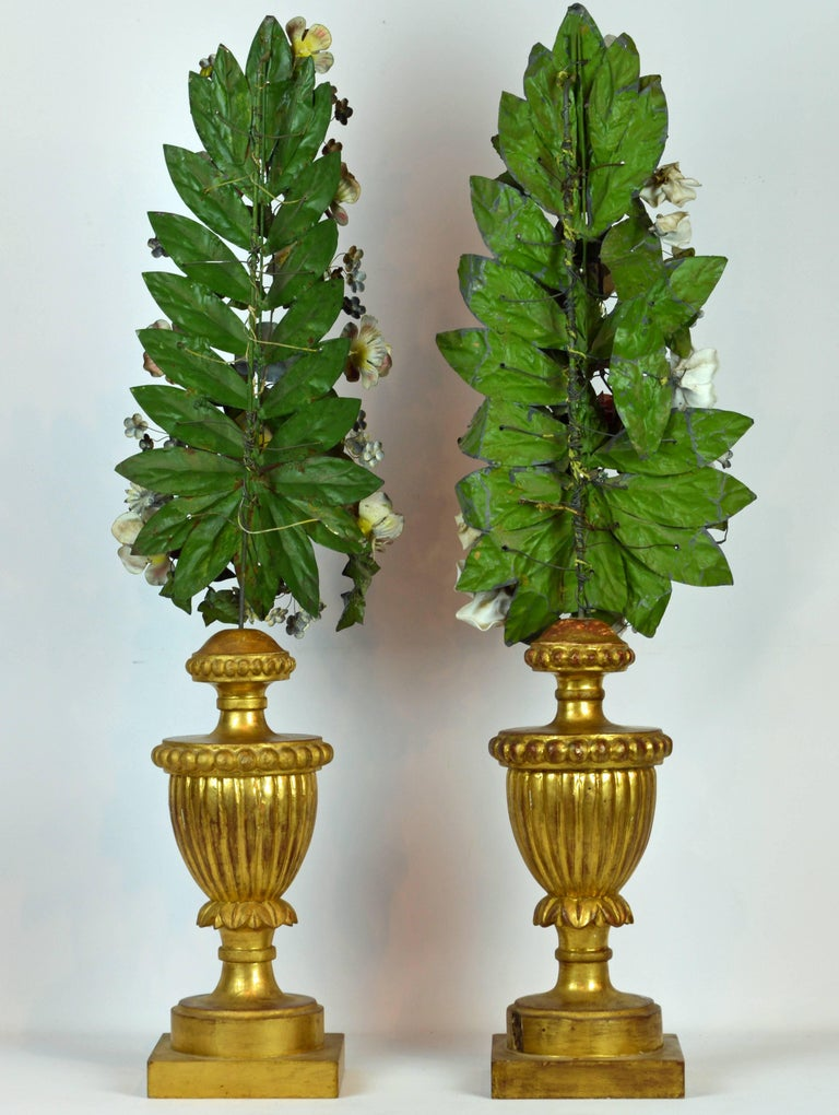 Baroque Pair of  Italian Altar Gilt Wood Urns with Painted Tole Flower Bouquets For Sale