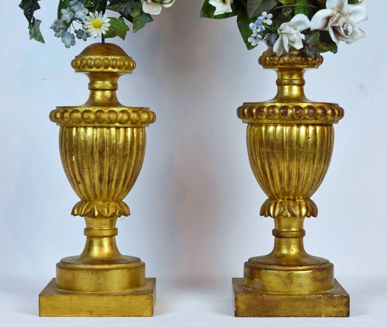 Pair of  Italian Altar Gilt Wood Urns with Painted Tole Flower Bouquets In Good Condition For Sale In Ft. Lauderdale, FL