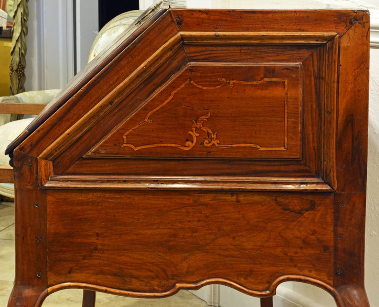 Charming 18th Century Italian Rococo Walnut and Fruitwood Inlaid Fall Front Desk For Sale 2
