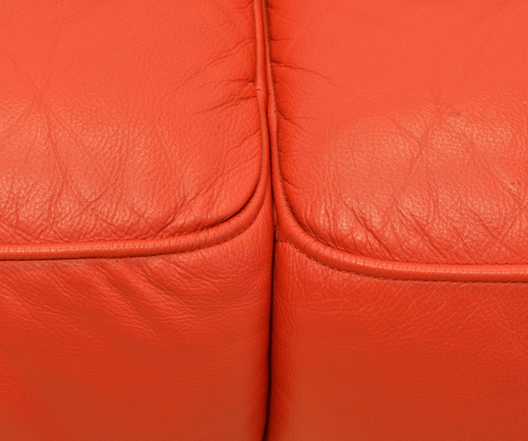 Wonderful Italian Red Leather Chesterfield Sofa in the Style of Poltrona Frau For Sale 6