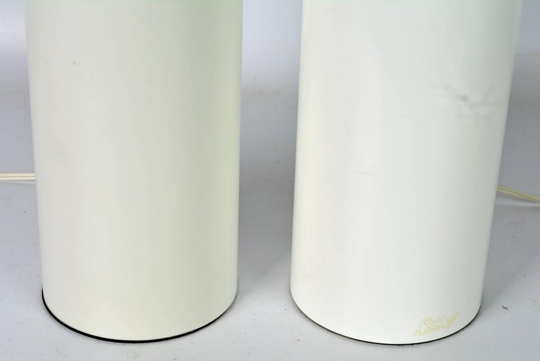 Mid-Century Modern Pair of 1970s White Enameled Cylinder Lamps by Robert Sonneman for Kovacs For Sale