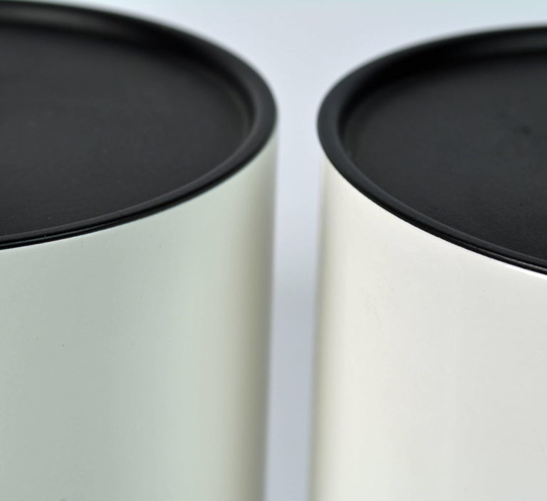 Steel Pair of 1970s White Enameled Cylinder Lamps by Robert Sonneman for Kovacs For Sale