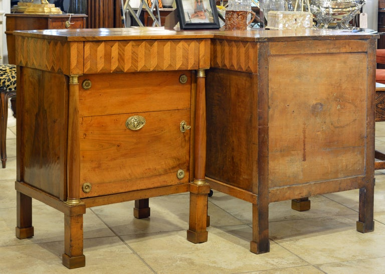 Pair of Early 19th Century Italian Neoclassical Parquetry Fruitwood Commodes In Good Condition For Sale In Ft. Lauderdale, FL