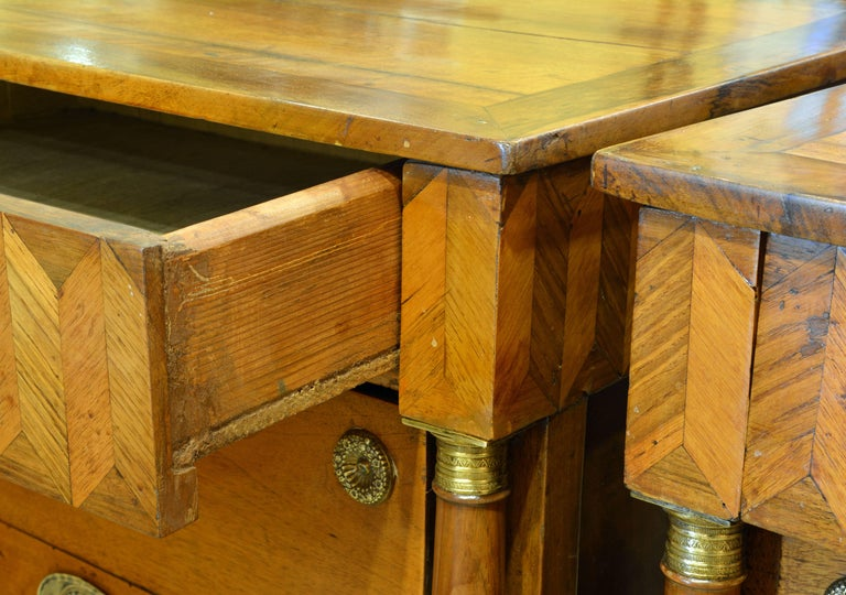 Pair of Early 19th Century Italian Neoclassical Parquetry Fruitwood Commodes For Sale 2