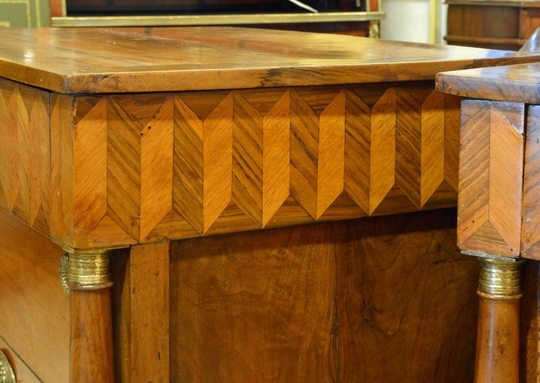 Pair of Early 19th Century Italian Neoclassical Parquetry Fruitwood Commodes For Sale 4