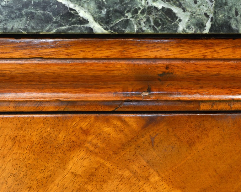 Early 19th Century French First Period Empire Marble Top Three-Drawer Commode For Sale 10