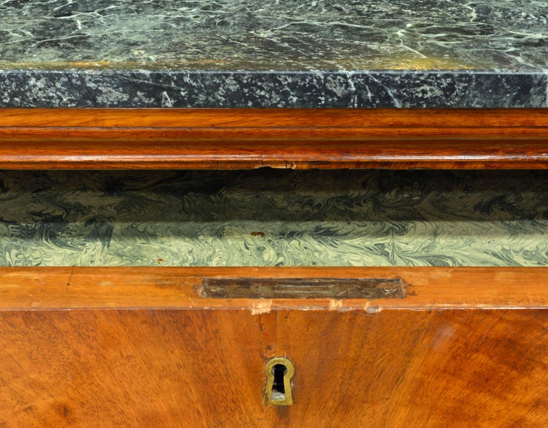Early 19th Century French First Period Empire Marble Top Three-Drawer Commode For Sale 1