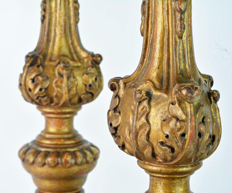 Pair of 18th Century Italian Baroque Carved Giltwood Altar Prickets For Sale 2