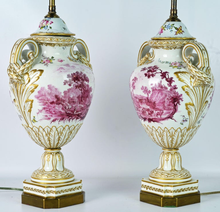 Hand-Painted Pair of 19th Century French Old Paris Puce Camaieu Decorated Urns & Table Lamps For Sale