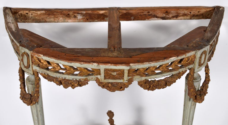 Italian 18th Century Neoclassical Marble Top Paint and Parcel Gilt Console Table In Fair Condition For Sale In Ft. Lauderdale, FL
