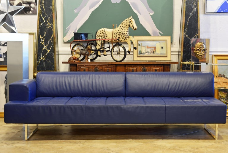 A rational and elegant design. Upholstery is in blue Pelle Frau® leather. The sofa rests on a metal, silver-finished support that is polyester protected. Designed by Studio Cerri & Associati for Poltrona Frau as part of the Quadra series. Poltrona