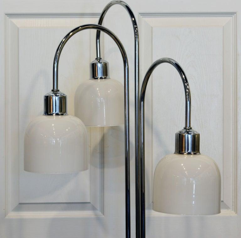 Mid-Century Modern Midcentury Robert Sonneman Style Chrome Waterfall Floor Lamp with Glass Shades For Sale