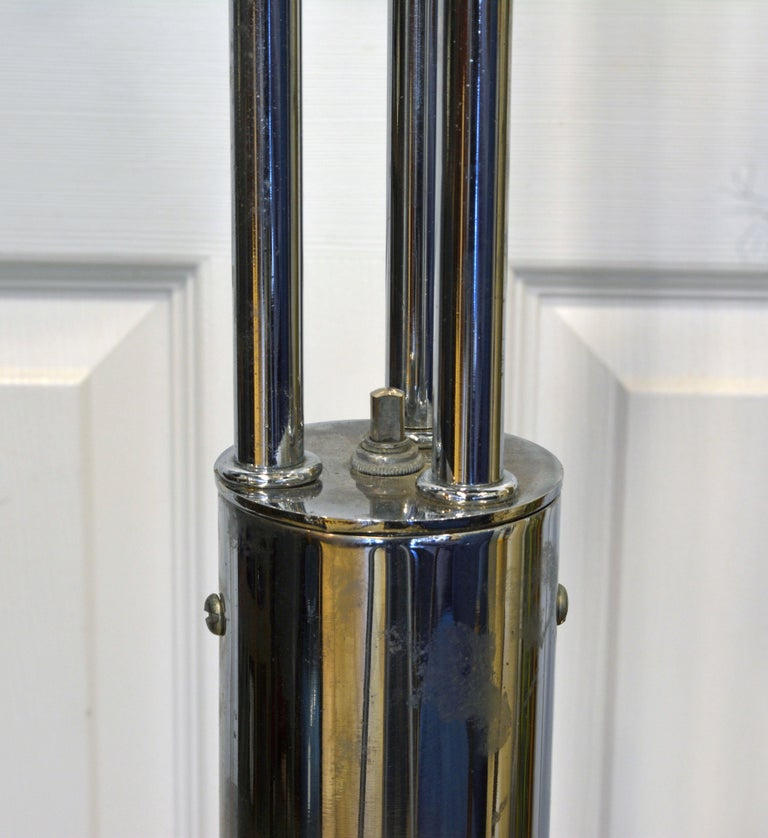 American Midcentury Robert Sonneman Style Chrome Waterfall Floor Lamp with Glass Shades For Sale