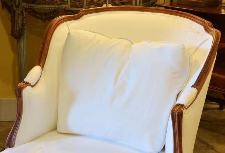 Hand-Carved 19th Century French Provincial Louis XVI Style Carved Walnut Chaise Longue For Sale