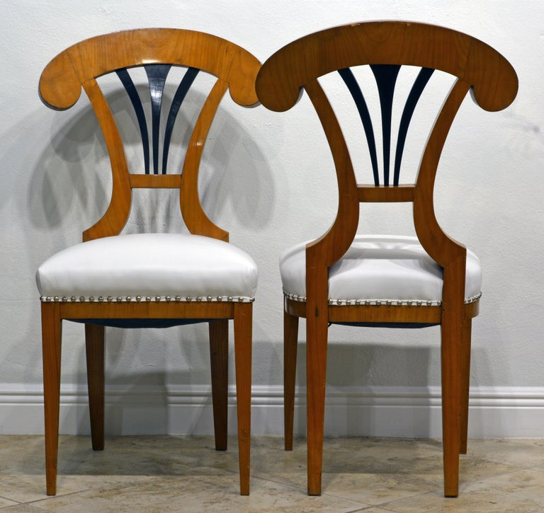 Pair of Austrian Fruitwood Side Chairs with Ebonized Fan-Shape Splats In Good Condition For Sale In Ft. Lauderdale, FL