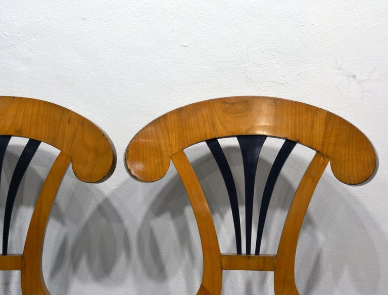 19th Century Pair of Austrian Fruitwood Side Chairs with Ebonized Fan-Shape Splats For Sale