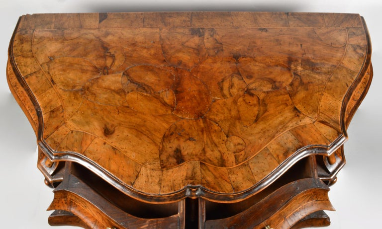 Early 20th Century Italian Sculptural Olive Wood Parquetry Bombe Commode In Good Condition For Sale In Ft. Lauderdale, FL