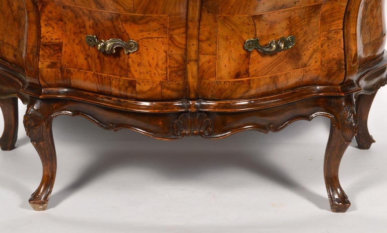 Early 20th Century Italian Sculptural Olive Wood Parquetry Bombe Commode For Sale 2