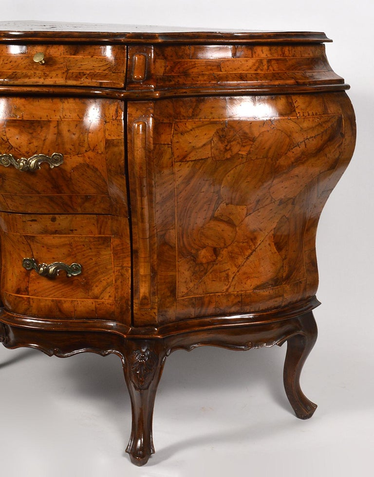 Early 20th Century Italian Sculptural Olive Wood Parquetry Bombe Commode For Sale 3