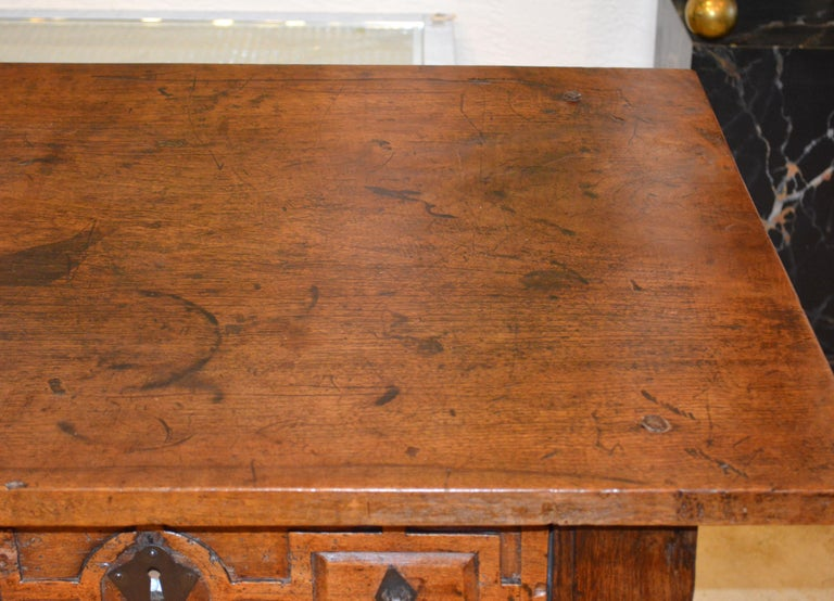 Large 17th-18th Century Spanish Renaissance Walnut Refectory Table or Hall Table For Sale 7