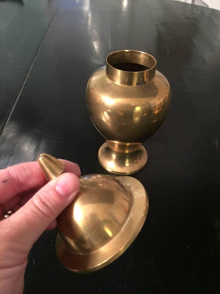 Unknown 20th Century Pair of Polished Brass Lidded Urns For Sale
