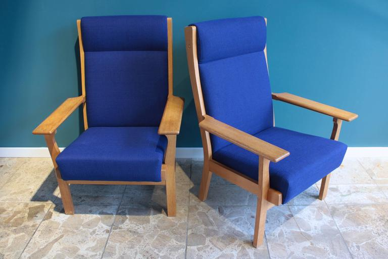 Danish Vintage Ge 181 a Lounge Chairs by Hans Wegner for GETAMA, Set of Two For Sale