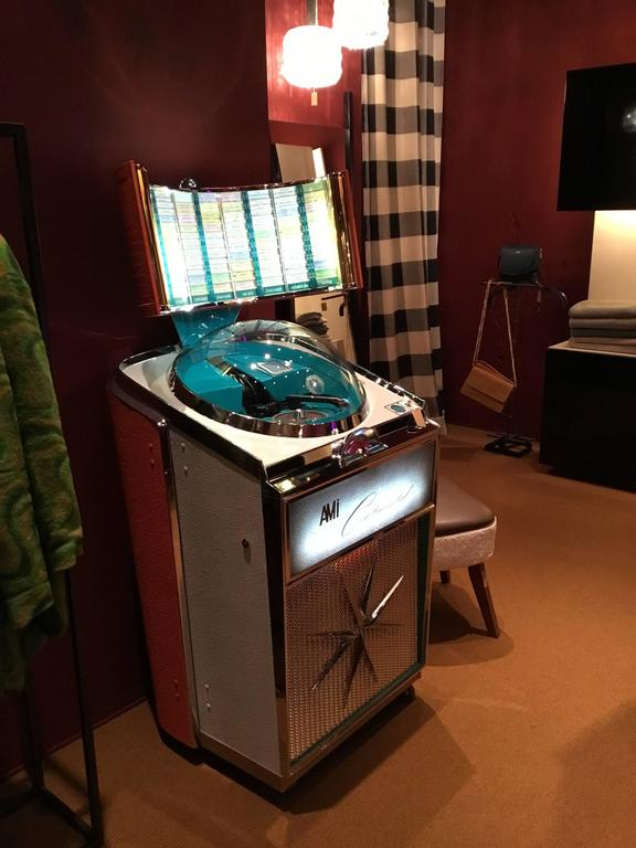Jukebox, Ami Continental, 1960, Musicbox In Excellent Condition For Sale In Pambio Noranco, CH