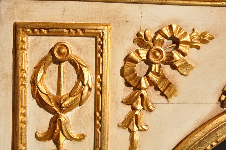 19th Century Mirror in Wood and Pastel, Lacquered, Gold-Plated In Good Condition For Sale In Arezzo, IT