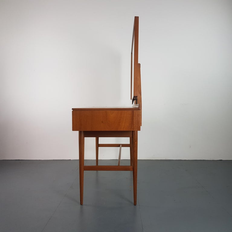 1960s Robert Heritage for Archie Shine Teak Dressing Table  In Good Condition For Sale In Lewes, East Sussex