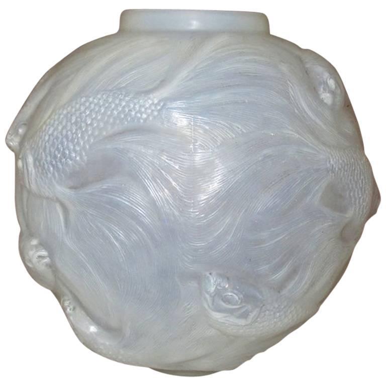 Rene Lalique Opalescent Vase Formose For Sale
