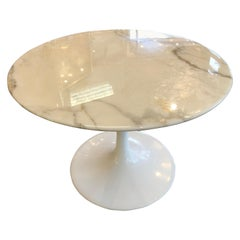 "Eero Saarinen & Knoll International ""Tulip"" Table Basse"