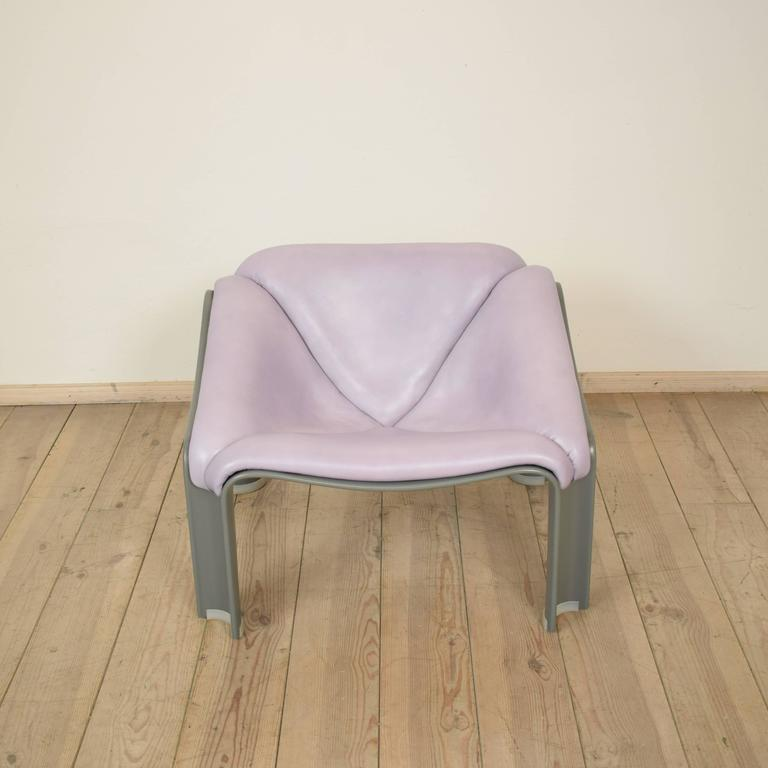 This chair was designed by Pierre Paulin for Artifort, circa 1960. The chair is made from plastic which was re-lacquered in light grey. The upholstered was re-done in a light purple/grey fine leather. The chair is in a very good condition.