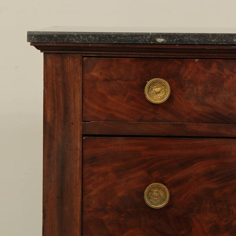 Early 19th Century Empire Period Commode In Good Condition For Sale In Berlin, DE