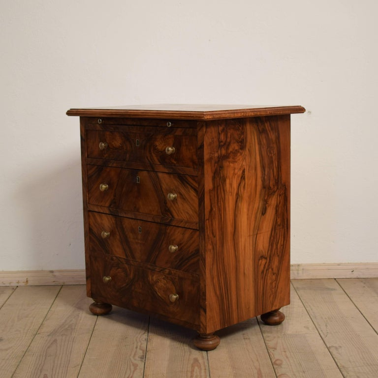 small baroque style walnut commode 1920s at 1stdibs. Black Bedroom Furniture Sets. Home Design Ideas