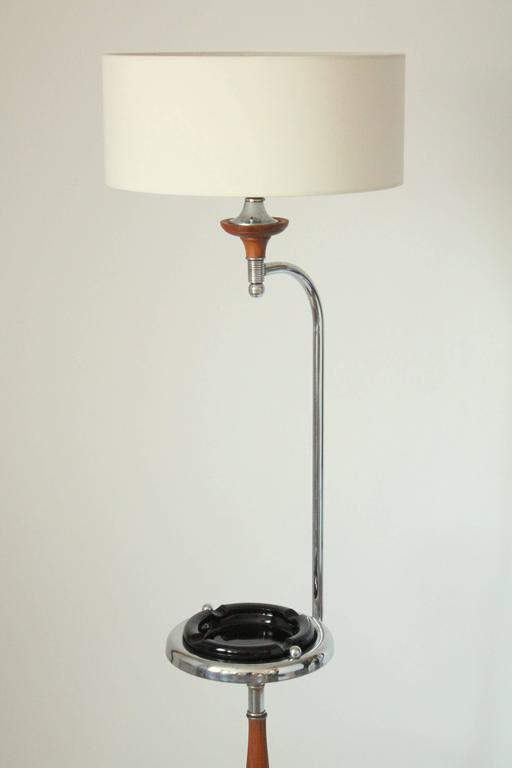 Art Deco Floor Lamp/Ashtray Combo, Walnut and Chrome, 1930s, USA In Good Condition For Sale In St- Leonard, Quebec